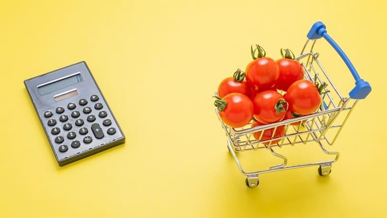 電卓とプチトマト